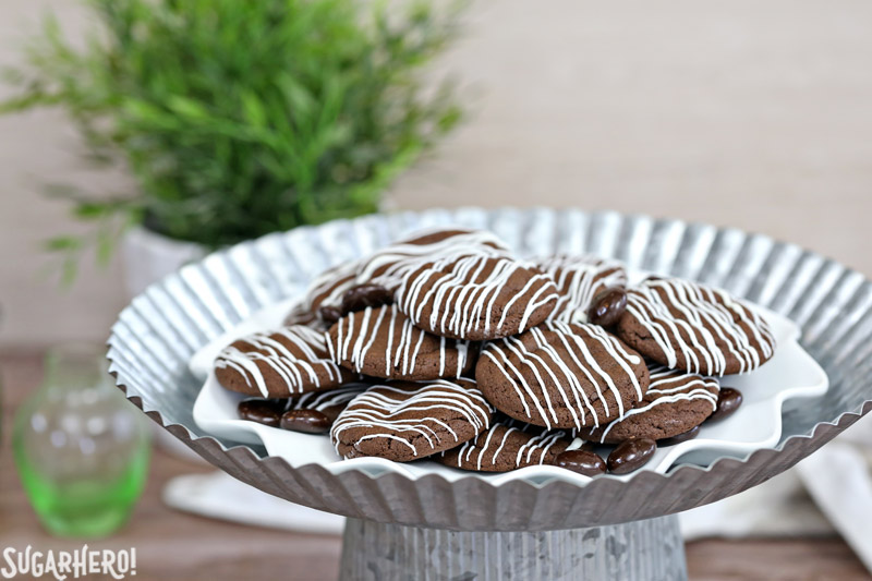 Junior Mint Cookies are your new favorite cookie! | From SugarHero.com