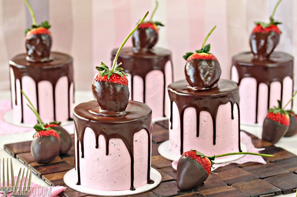 Chocolate-Covered Strawberry Cakes - SugarHero