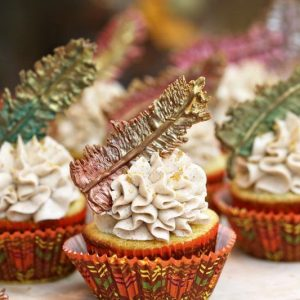 Chocolate Feathers and Thanksgiving Cupcakes | From SugarHero.com
