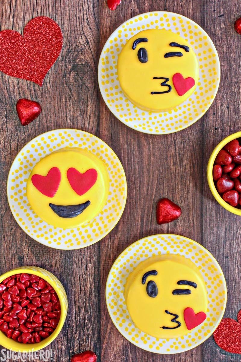 Cake Designs Emoji : Emoji Cakes - SugarHero