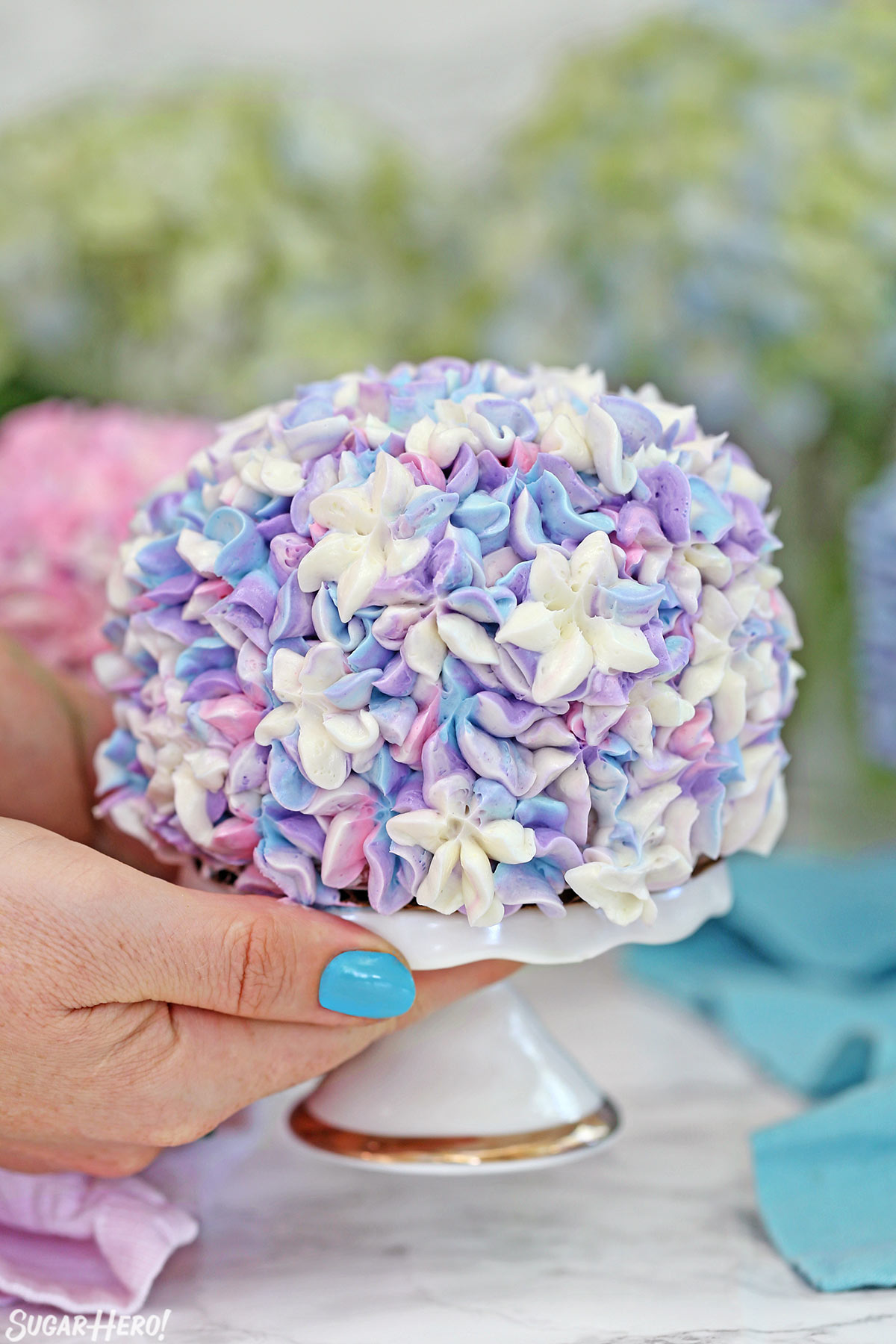 Hydrangea cakes sugarhero hydrangea cakes gorgeous mini cakes that look like hydrangeas perfect for spring parties or izmirmasajfo