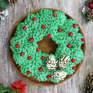 Pull-Apart Cupcake Wreath Cake | From SugarHero.com