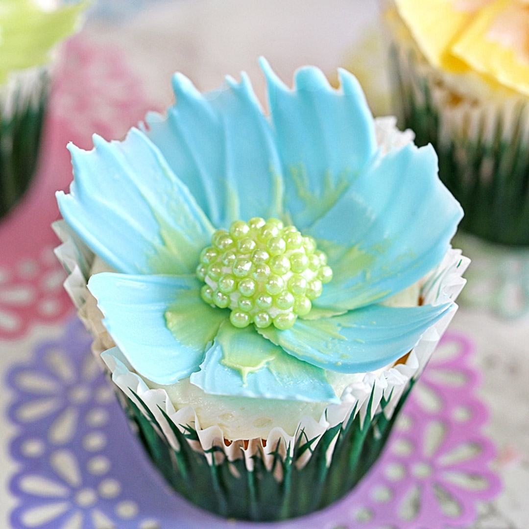 Easy Chocolate Flower Cupcakes