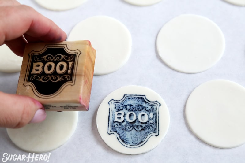 """Stamped Halloween Cupcakes - stamping a fondant circle with a """"Boo!"""" stamp 
